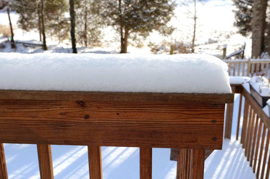 Deck-railing-snow