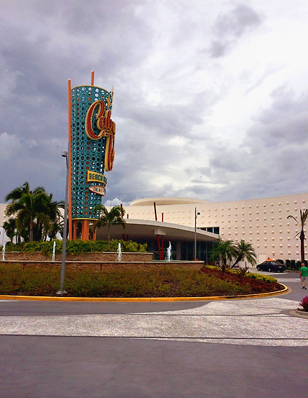 Cabana Bay Beach Resort exterior