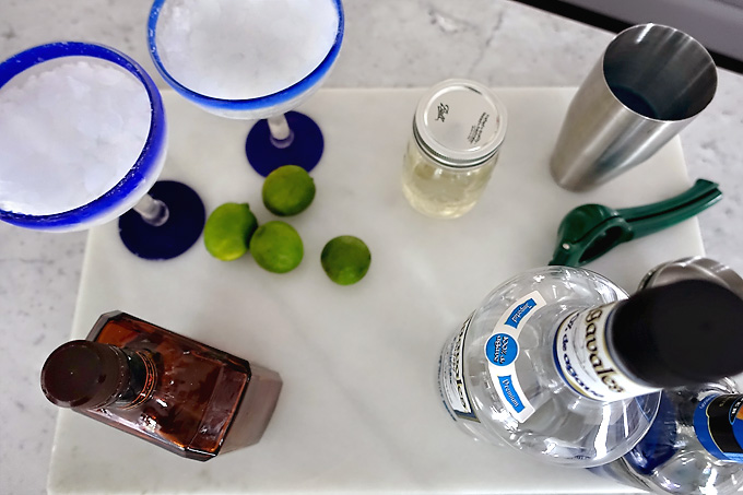 Blue-Margarita-Ingredients-02