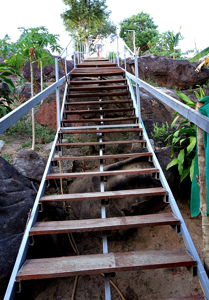 stairs-to-phi-phi-viewpoint-2