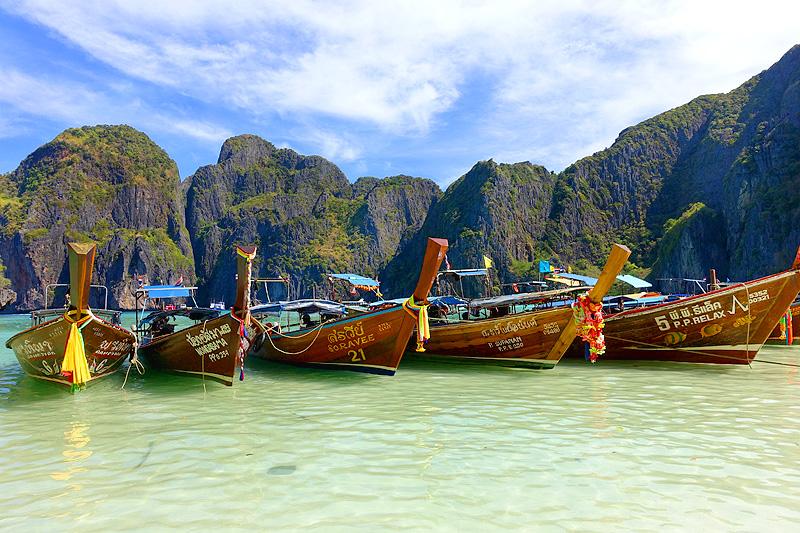 Phi-Phi-Maya-Bay-Longtail-Boats-01