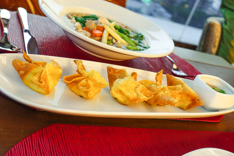 Grand-Swiss-Hotel-180-Sky-Lounge-Crab-Rangoon-02