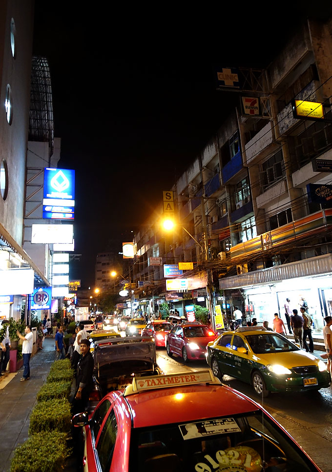 bagkok-sukhumvit-at-night