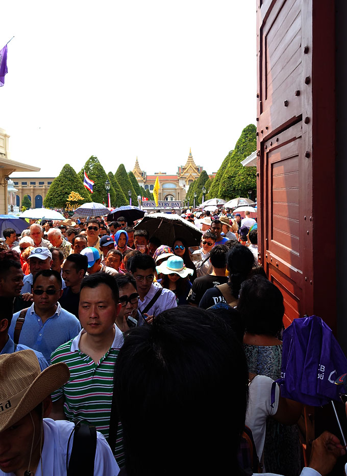 bangkok-grand-palace-crowded