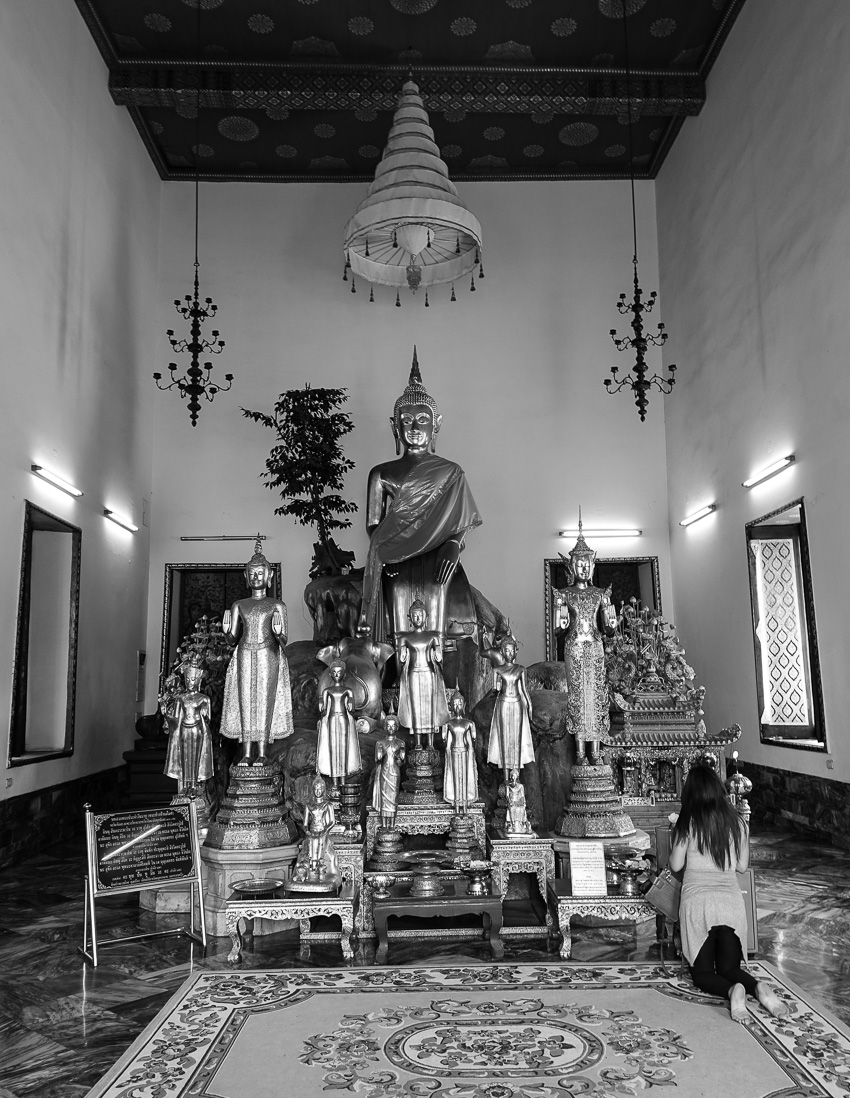 phra-vihara-in-the-south-woman-praying
