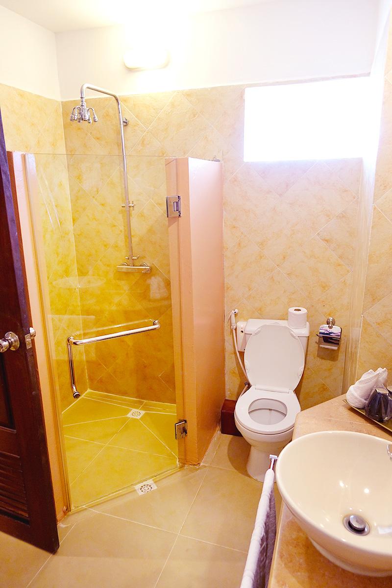 Pavillon-d'Orient-Bathroom