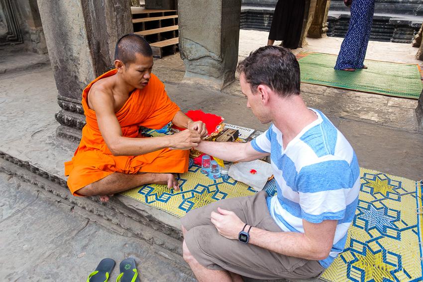 angkor-wat-monk-blessing