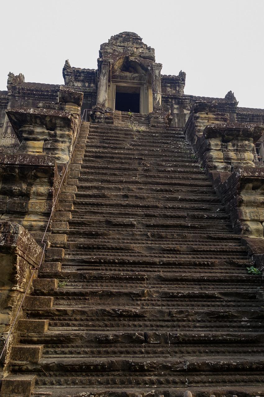 angkor-wat-steep-stairs