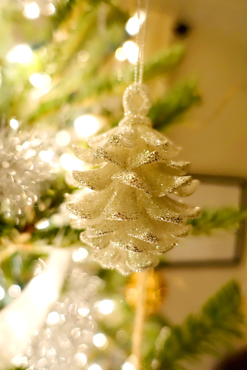 Holiday-Decor-Silver-Gold-Christmas-Tree-Pinecone-Ornament