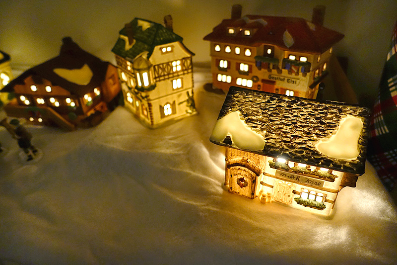 Holiday-Decor-Studio-56-Alpine-Village-01