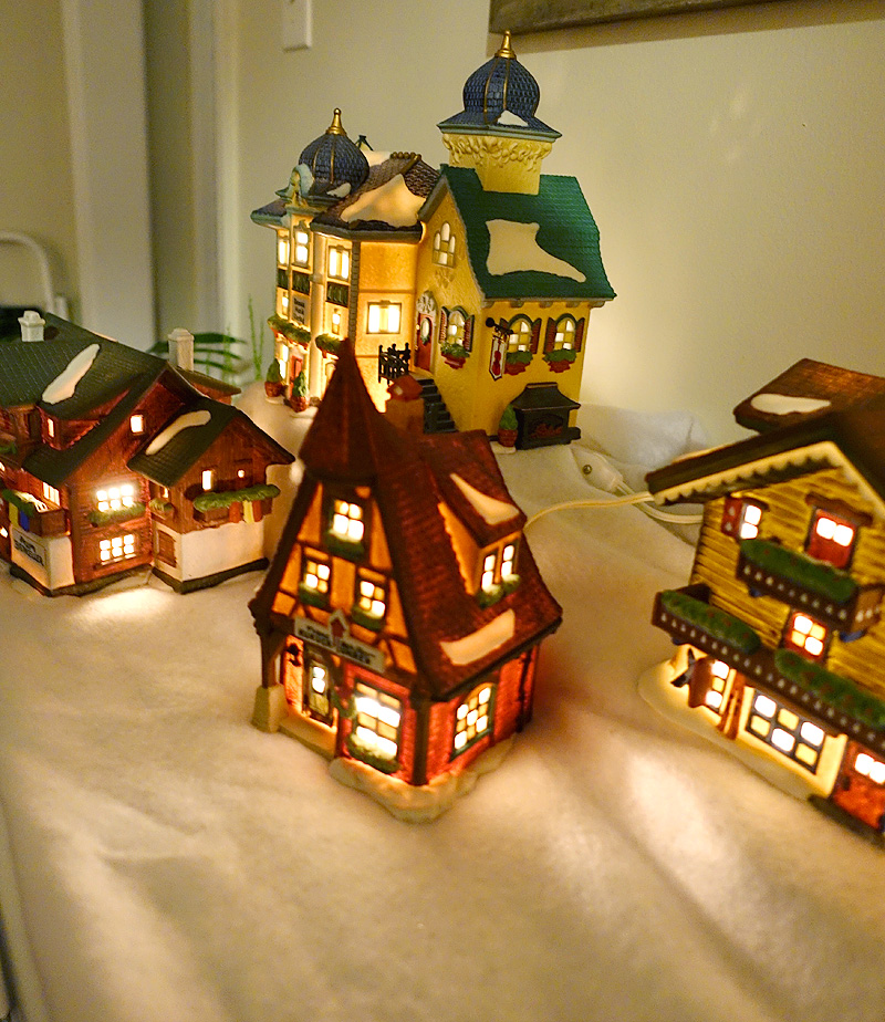 Holiday-Decor-Studio-56-Alpine-Village-02