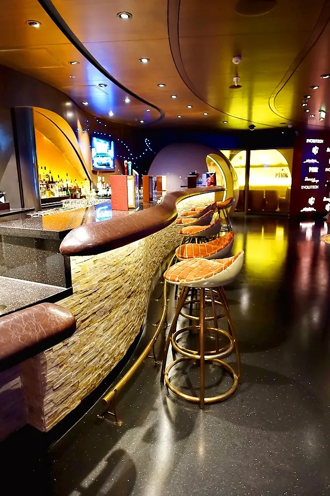 3-Day-Disney-Bahamian-Dream-Cruise-the-District-Lounge-01
