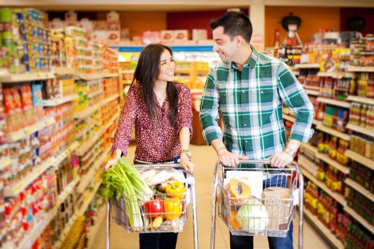 Dating Guy picks up girl grocery store