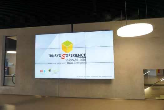 大学へ入るとTRNSYS Experienceの案内