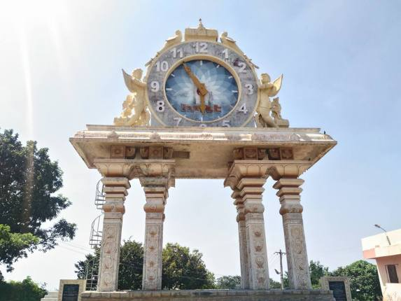 Giant Clock Tower (1)1