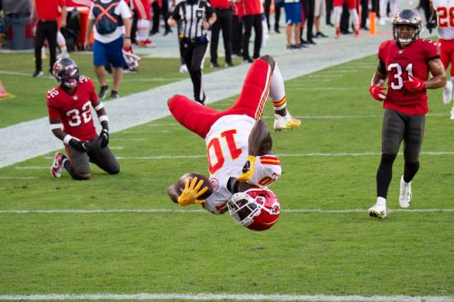KC Chiefs beat Tampa Bucs on Mahomes to Hill touchdowns: NFL | The Kansas  City Star