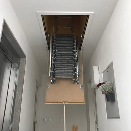 Dachtreppe - Flachdachasufuehrung - Thermoisoliert