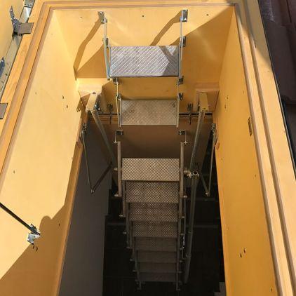 Scala retrattile termoisolata per tetto inclinato