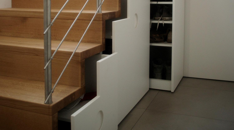 Treppe mit Unterbau mit Schubladen, Schrank und Led Beleuchtung