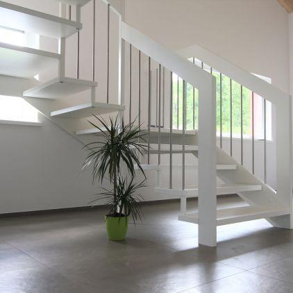 Treppe in Massivholz Buche mit Holzwange