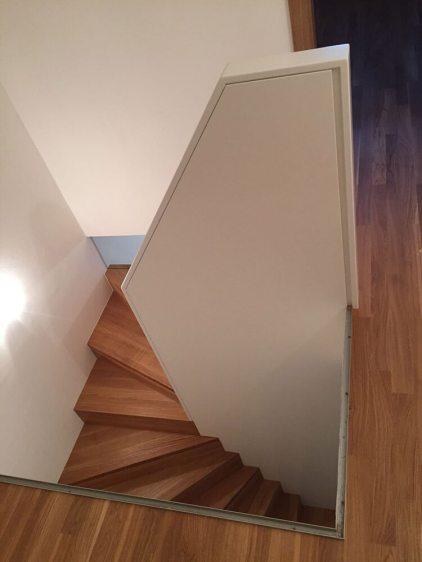 Treppe mit integrierter Glasschiebetür