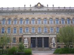 640px-Dresden_Amtsgericht_2