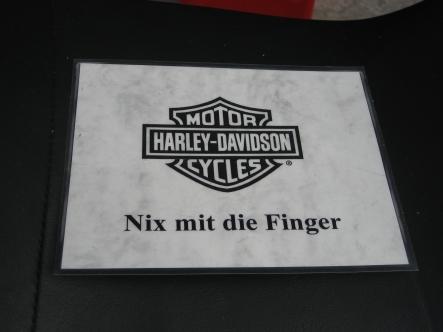 nixmitdiefinger.jpg