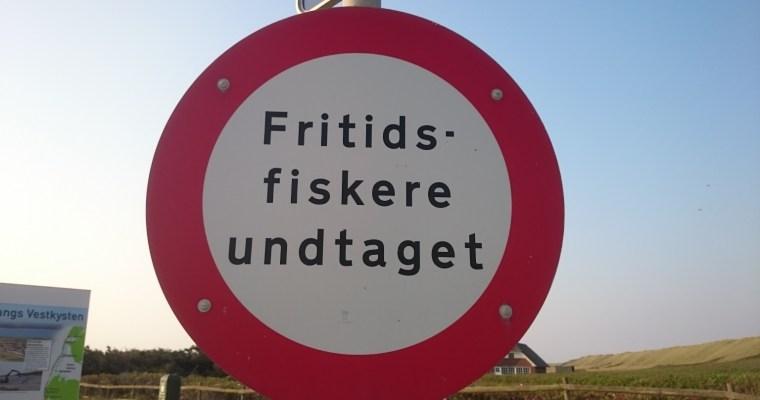 Schilder an Dänemarks Straßen  – Fritidsfiskere undtaget