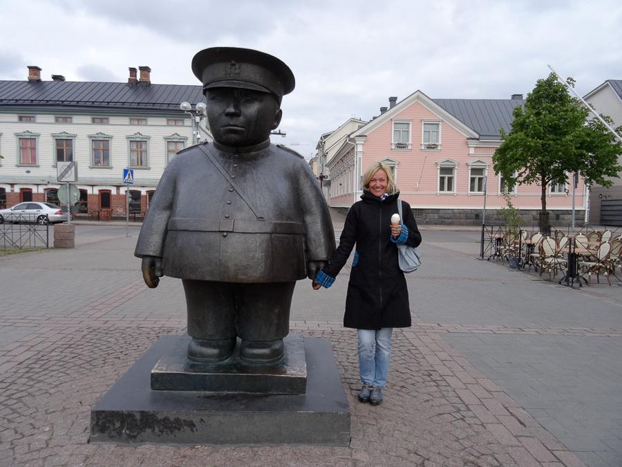 Das Wahrzeichen von Oulu: der Marktpolizist