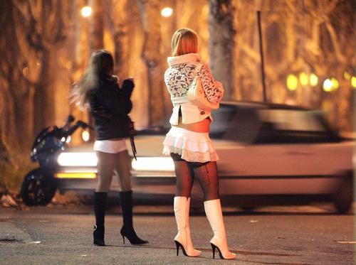 A Giugliano padre Luigi chiede intervento dell'Esercito contro le prostitute