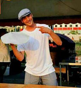 Napoli, la pizza e la sua arte: la storia di Salvatore Lioniello