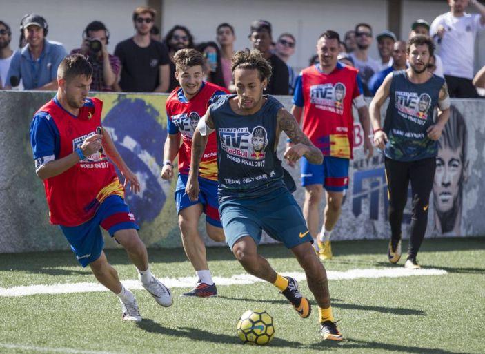 "ARRIVA A NAPOLI ""Neymar Jr's Five"""