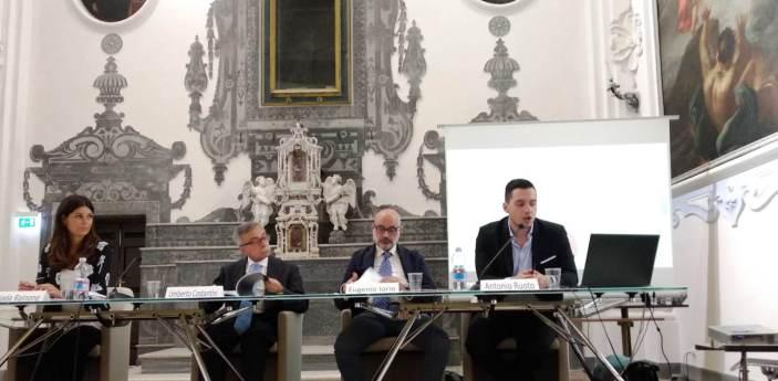 Rapporto Infosfera: Italiani creduloni vittime del web