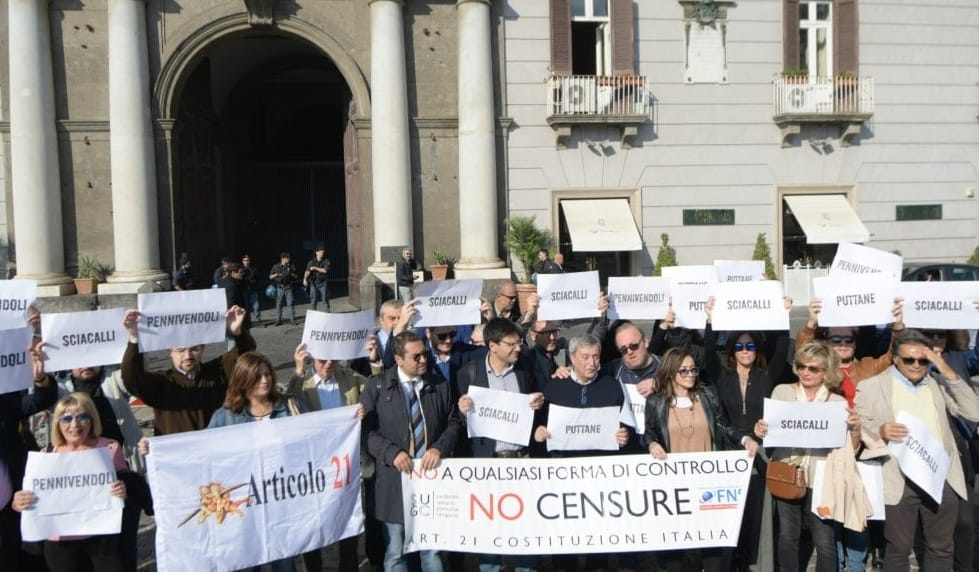 Giornalisti in piazza per la libertà di informazione