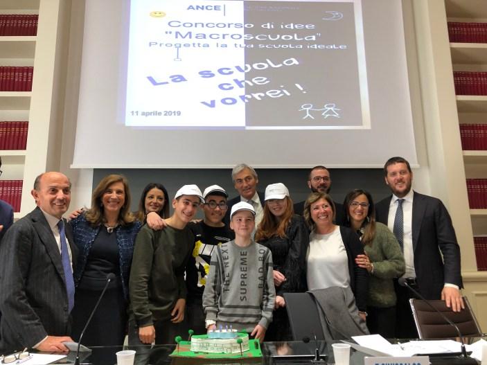 """Agli allievi dell'istituto """"Moscati Maglione"""" il premio Ance Macroscuola"""