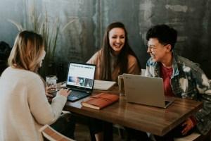 Millennials che si preparano all'esame di maturità 2019