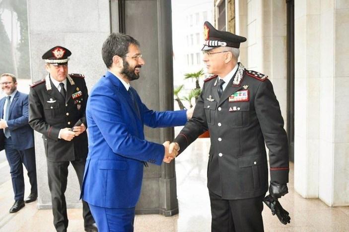 Covid 19: Carabinieri consegnano tablet ad alunni in Campania