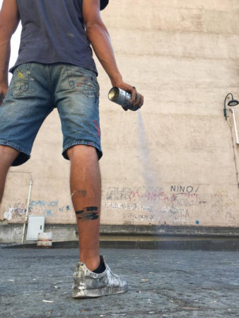 Jorit omaggia Nino D'Angelo con un murales a Napoli