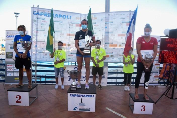 """Arianna Bridi vince a suon di record la """"Capri-Napoli"""""""