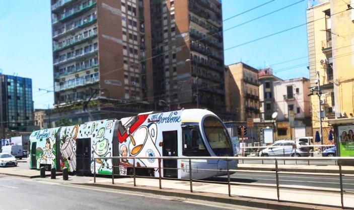 A Napoli l'azione anti-odio dello street artist CIBO
