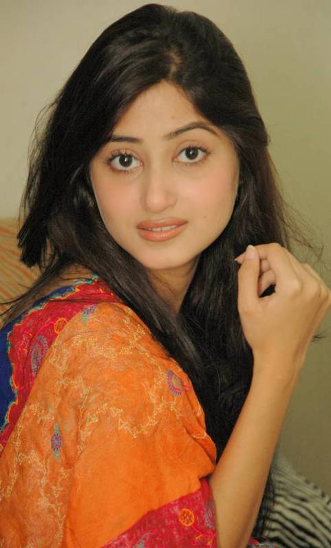 Those brows on Sajal Aly look so dated now but they used to be so trendy