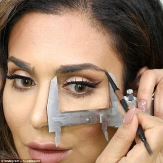 Huda Kattan demostrates getting eyebrow length right