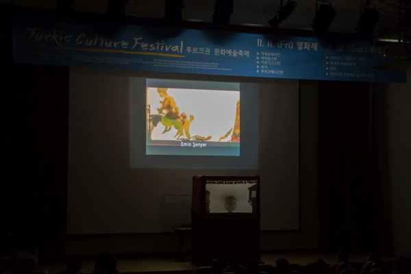 Gösteri öncesi benim daha önce Kore EBS Tv'de yayınlanan belgeselim gösterildi