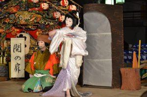 「関の扉」(写真:山あげ祭2011年7月24日島崎酒造前公演)