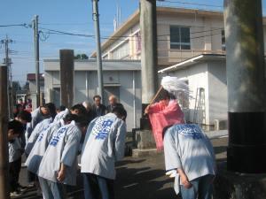 山あげ祭 7月1日早朝、お祭り月の始まり(写真:八雲神社鳥居前)