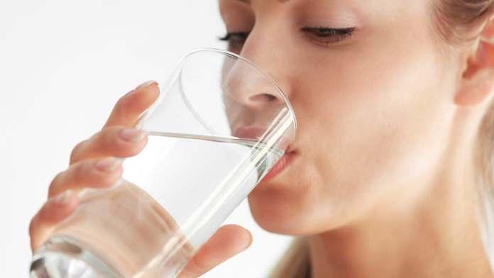 شرب الماء في هذه الأوقات يساعد علي إنقاص الوزن