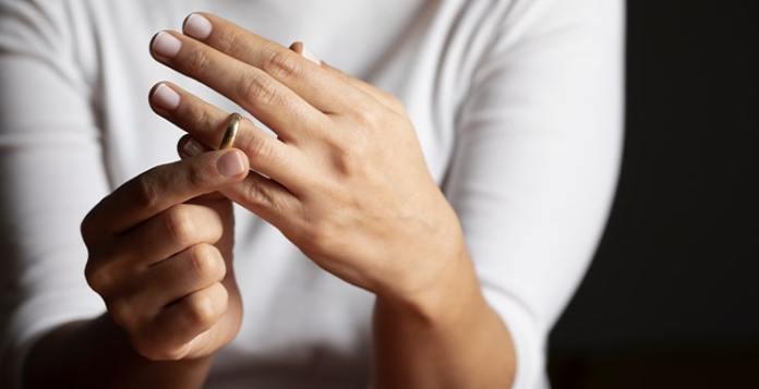 كيف أكون قوية بعد الطلاق ؟