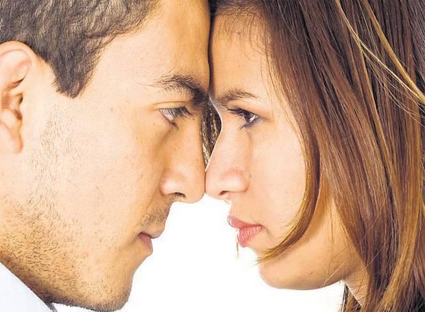 لماذا تشيخ المرأة أسرع من الرجل؟