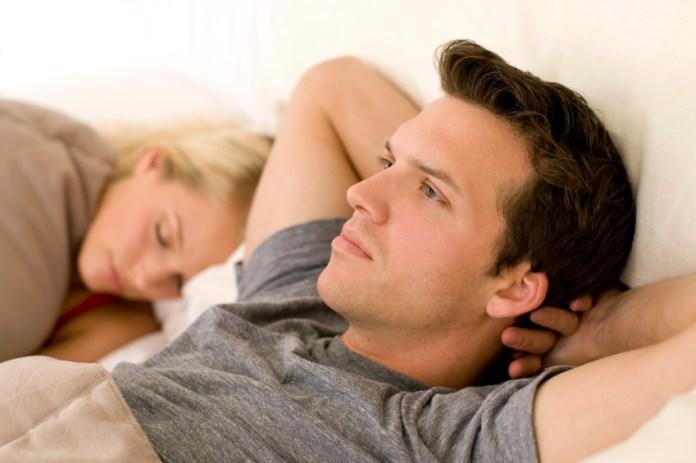 التعامل مع الزوج الشكاك .. منها تجنب الحجج واللومِ