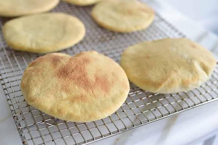 طريقة عمل الخبز المنفوخ
